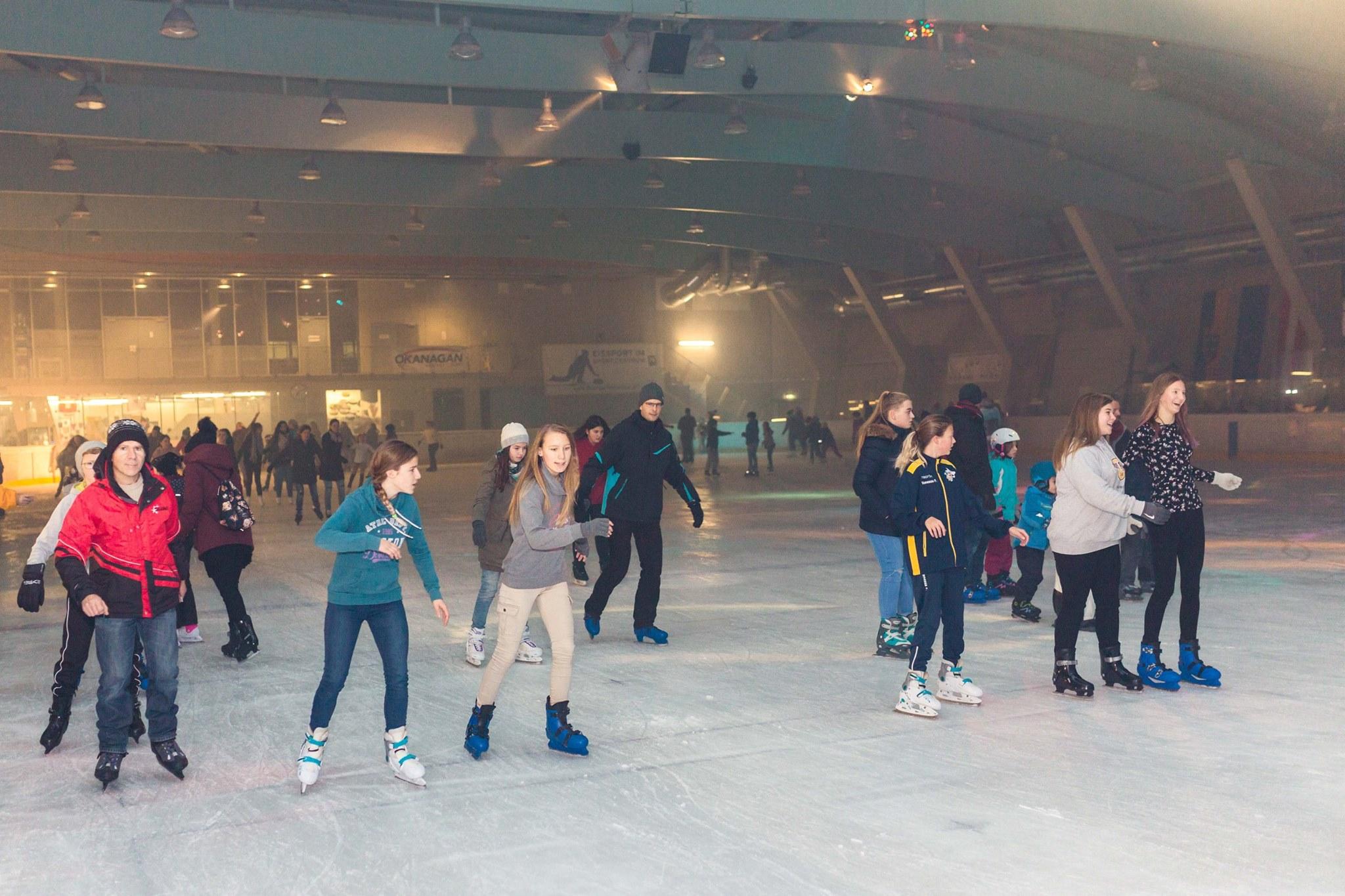 """""""Cooles"""" Discofieber in der Eissporthalle"""